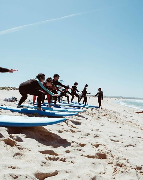 retiro con clases de surf en portugal