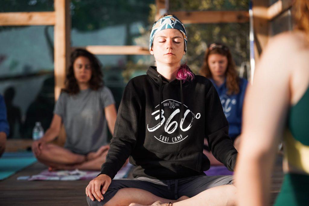 vacaciones con yoga y surf
